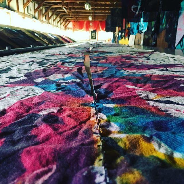 玄匠工房です。暖簾制作中でした!他にも色々制作中です^^ カナダの方からたくさん「amazing!!」いただきました!興味あればいつでも案内しますよー。#0CAFEINN #山本玄匠 #祇園 #京都 #祇園カフェ #祇園ゲストハウス #GensyoYamamoto #gionkyoto #gioncafe #gionguesthouse #kyotocafe #kyotoguesthouse